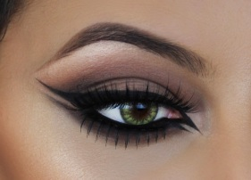 double-winged-eyeliner