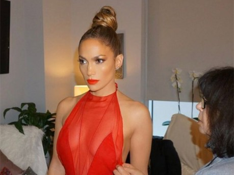 jennifer-lopez-beauty-red-dress-ftr-1
