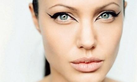 make-up-mascara-how-to-do-rihanna-angelina-jolie-cat-eyeliner-478x286