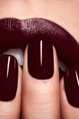 burgundy'manicure