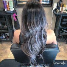 Grombre: ovaj gray ombre look, savršen je za sve dužine, od kratkog boba do dugih valovitih frizura. Potrebno je samo slijediti pravilo tamnijeg gornjeg dijela kose, u crnoj pepeljastoj boji, koja se postepeno posvjetljava prema vrhovima, sve do prljavo bijele nijanse.