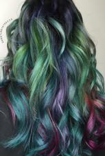 Succulent tones: ovaj top trend sudeći po Instagram hair bloggerima i najpoznatijim hair stilistima, izbor je samo za one hrabre - frizere i modele. Mogućnosti su bezbrojne, i ograničene samo vašom maštom. možete kombinovati bilo koje boje, a najpopularnije su neon zelene i plave, koje se prelijevaju u pink i lila tonove, baš poput morske sirene :)