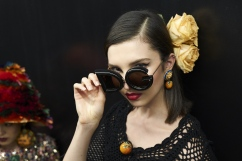 dolce-and-gabbana-summer-2018-women-fashion-show-backstage-10