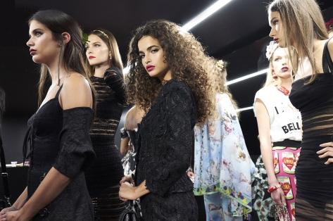 dolce-and-gabbana-summer-2018-women-fashion-show-backstage-12