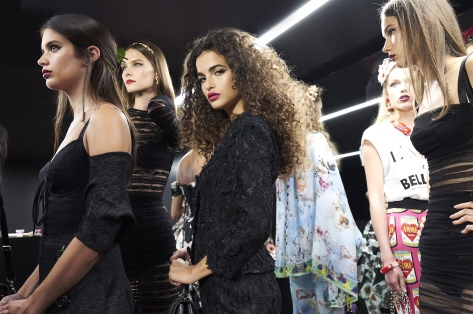 dolce-and-gabbana-summer-2018-women-fashion-show-backstage-12