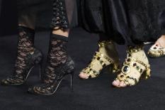 dolce-and-gabbana-summer-2018-women-fashion-show-backstage-14