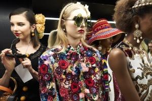 dolce-and-gabbana-summer-2018-women-fashion-show-backstage-23