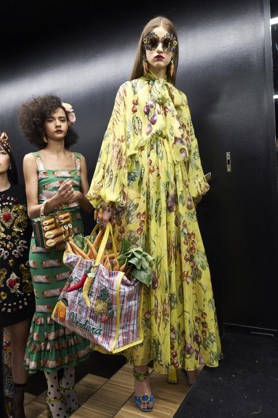 dolce-and-gabbana-summer-2018-women-fashion-show-backstage-25
