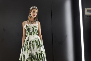 dolce-and-gabbana-summer-2018-women-fashion-show-backstage-33