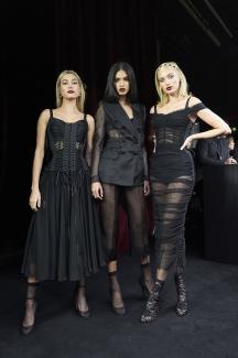 dolce-and-gabbana-summer-2018-women-fashion-show-backstage-41