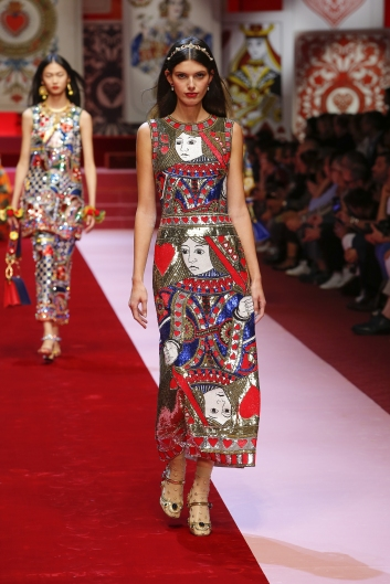 dolce-and-gabbana-summer-2018-women-fashion-show-runway-103