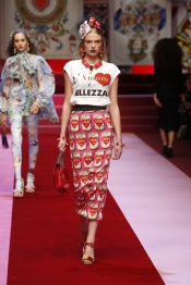 dolce-and-gabbana-summer-2018-women-fashion-show-runway-14