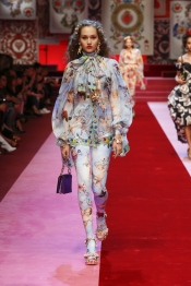 dolce-and-gabbana-summer-2018-women-fashion-show-runway-15