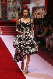 dolce-and-gabbana-summer-2018-women-fashion-show-runway-16