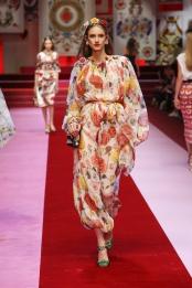 dolce-and-gabbana-summer-2018-women-fashion-show-runway-17