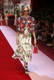 dolce-and-gabbana-summer-2018-women-fashion-show-runway-22