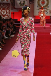 dolce-and-gabbana-summer-2018-women-fashion-show-runway-27