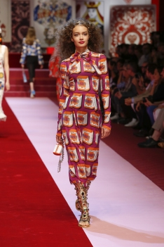 dolce-and-gabbana-summer-2018-women-fashion-show-runway-31