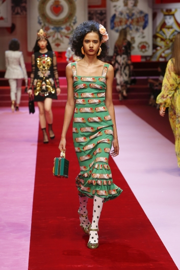 dolce-and-gabbana-summer-2018-women-fashion-show-runway-38