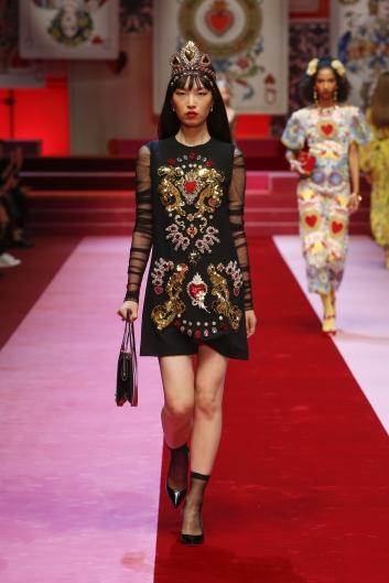 dolce-and-gabbana-summer-2018-women-fashion-show-runway-39