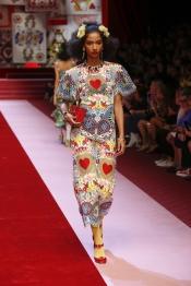 dolce-and-gabbana-summer-2018-women-fashion-show-runway-40