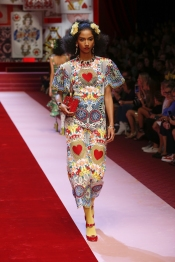 dolce-and-gabbana-summer-2018-women-fashion-show-runway-40