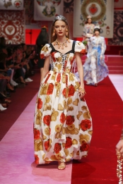 dolce-and-gabbana-summer-2018-women-fashion-show-runway-42