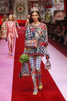 dolce-and-gabbana-summer-2018-women-fashion-show-runway-44