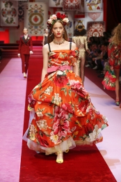 dolce-and-gabbana-summer-2018-women-fashion-show-runway-50