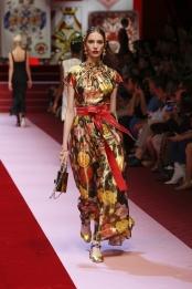 dolce-and-gabbana-summer-2018-women-fashion-show-runway-55