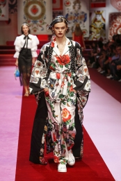 dolce-and-gabbana-summer-2018-women-fashion-show-runway-62