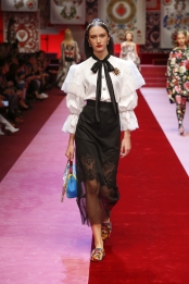 dolce-and-gabbana-summer-2018-women-fashion-show-runway-63