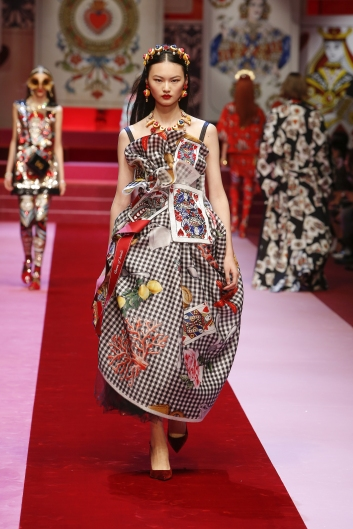 dolce-and-gabbana-summer-2018-women-fashion-show-runway-65