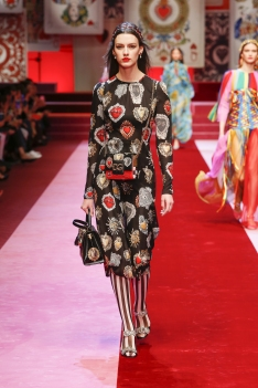 dolce-and-gabbana-summer-2018-women-fashion-show-runway-72