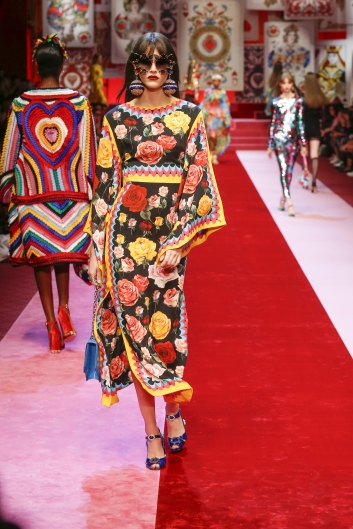 dolce-and-gabbana-summer-2018-women-fashion-show-runway-78