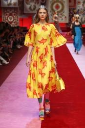 dolce-and-gabbana-summer-2018-women-fashion-show-runway-81