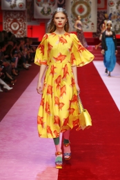 dolce-and-gabbana-summer-2018-women-fashion-show-runway-81