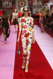 dolce-and-gabbana-summer-2018-women-fashion-show-runway-86