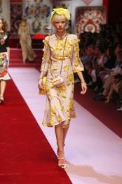 dolce-and-gabbana-summer-2018-women-fashion-show-runway-88