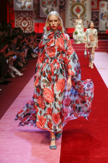 dolce-and-gabbana-summer-2018-women-fashion-show-runway-90