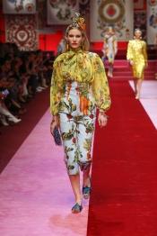 dolce-and-gabbana-summer-2018-women-fashion-show-runway-99