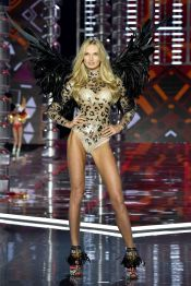 hbz-victoria-secret-fashion-show-2017-gettyimages-876613018-1511183994
