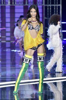 hbz-victoria-secret-fashion-show-2017-gettyimages-876613462-1511182584