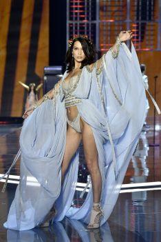 hbz-victoria-secret-fashion-show-2017-gettyimages-876613902-1511181796