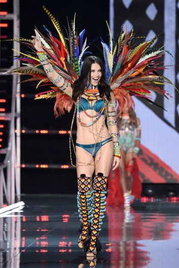 hbz-victoria-secret-fashion-show-2017-gettyimages-876614240-1511181809